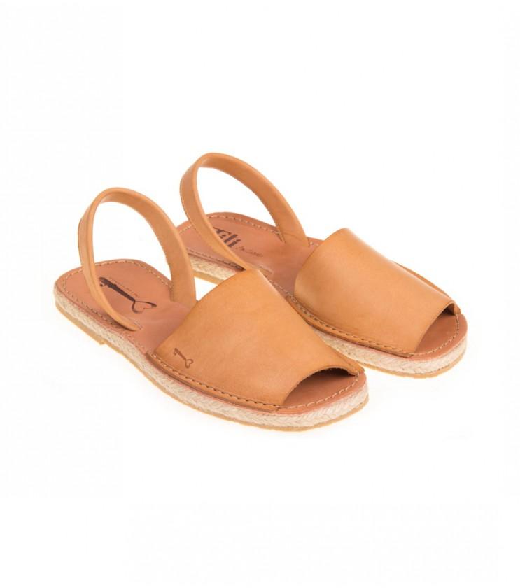 Дамски кожени сандали в цвят коняк
