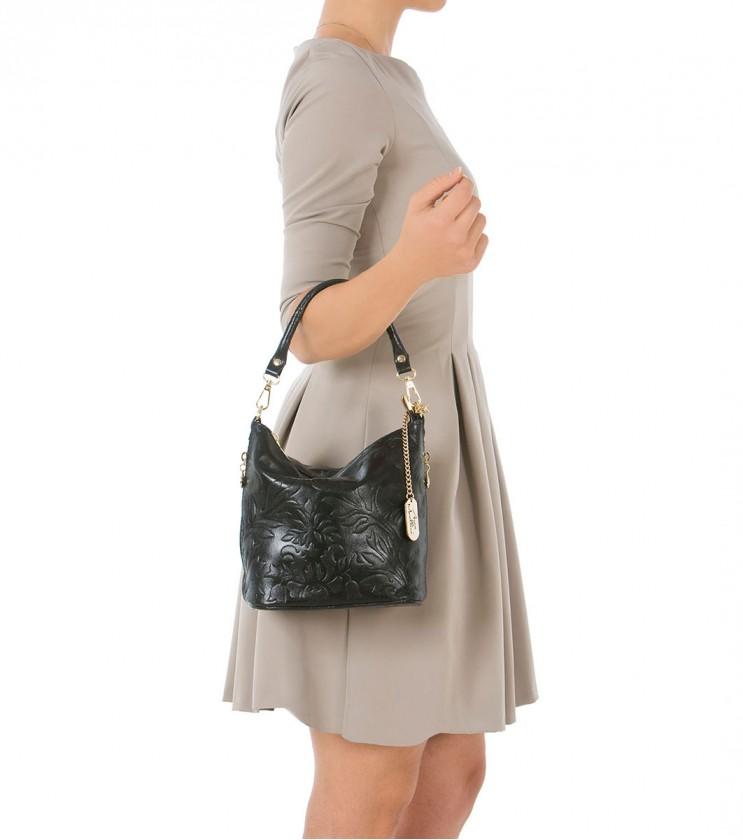 Черна дамска кожена чанта с флорални мотиви