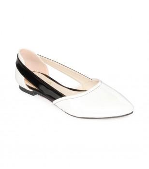 Ниски кожени обувки в бяло и черно