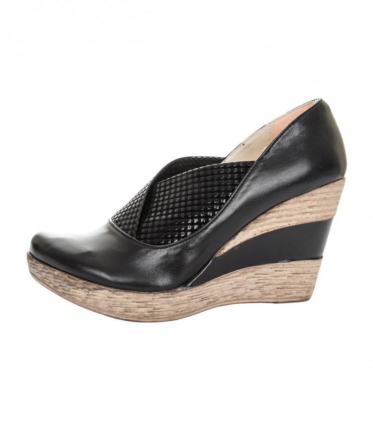 Черни кожени обувки на платформа