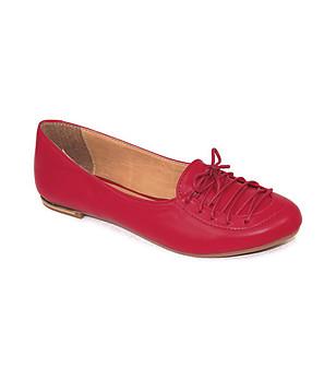 Червени кожени обувки с връзки