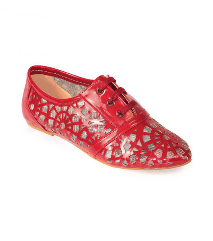 Лачени червени обувки с връзки